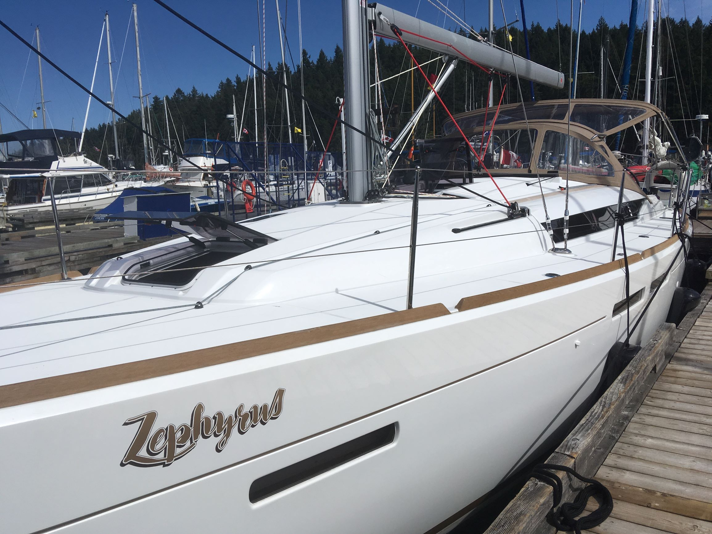 Jeanneau 419 - Zephyrus-Zephyrus - port side view.jpg