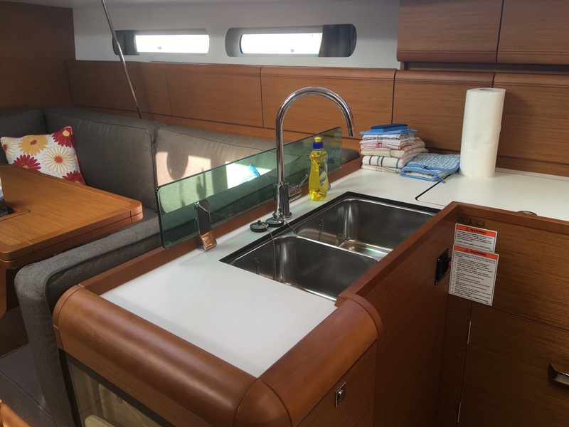 Jeanneau 419 - Zephyrus-galley sink.jpg