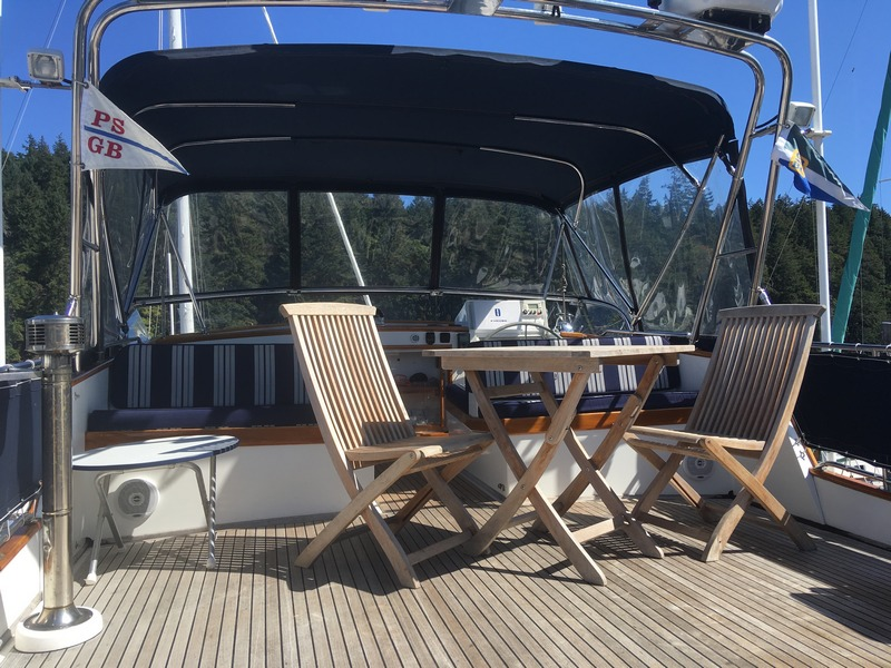 Grand Banks 49 - Cabaret-deck seating.jpg