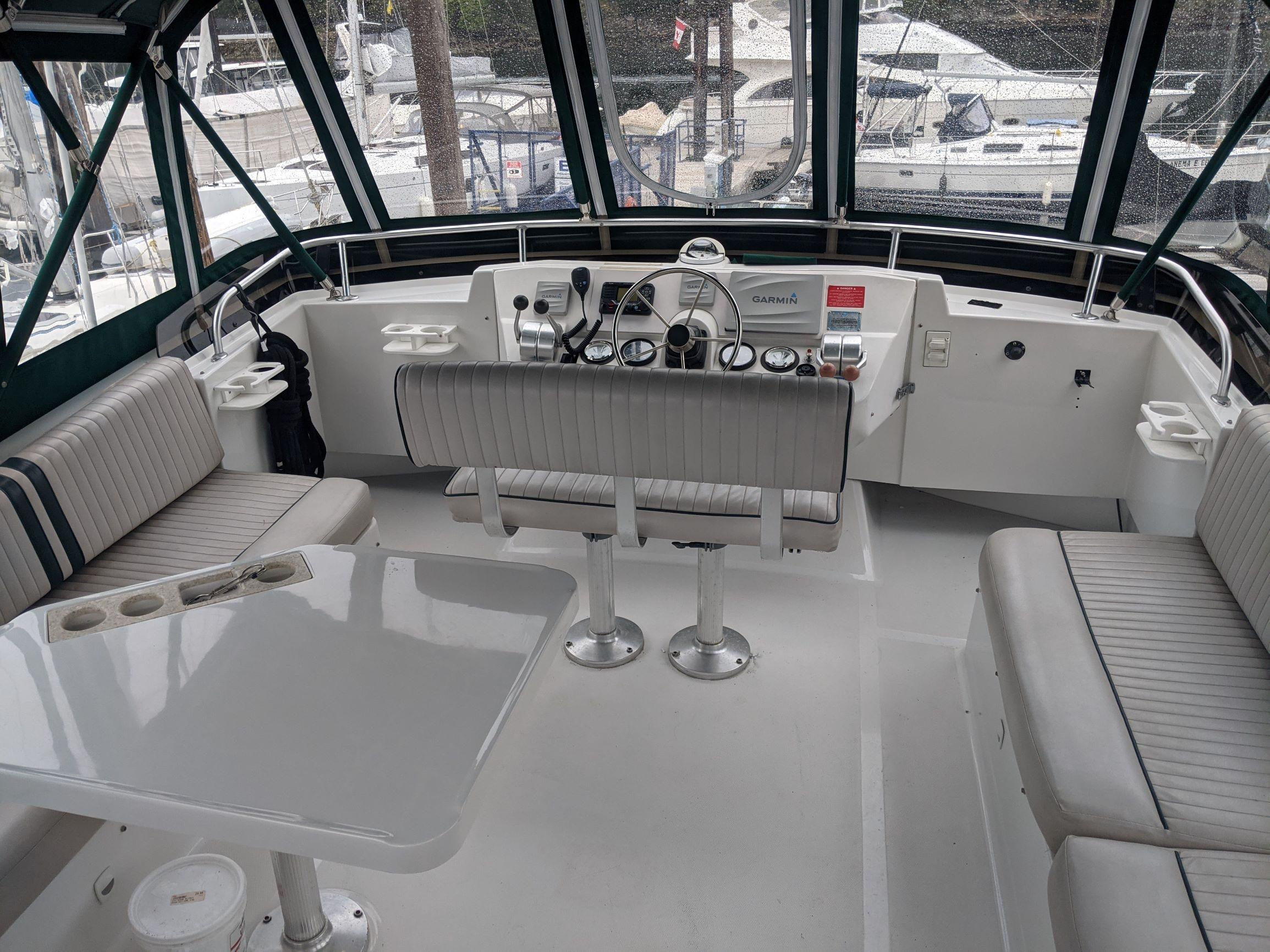 Mainship 430-Fly Bridge 2.jpg