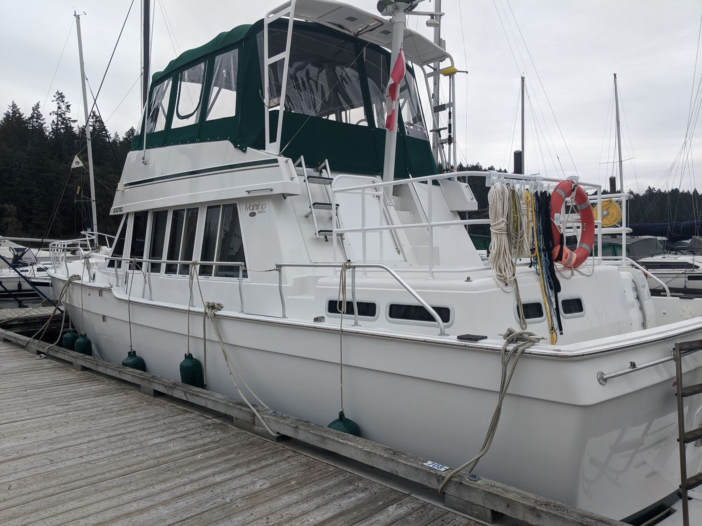 Mainship 430-Port stern.jpg