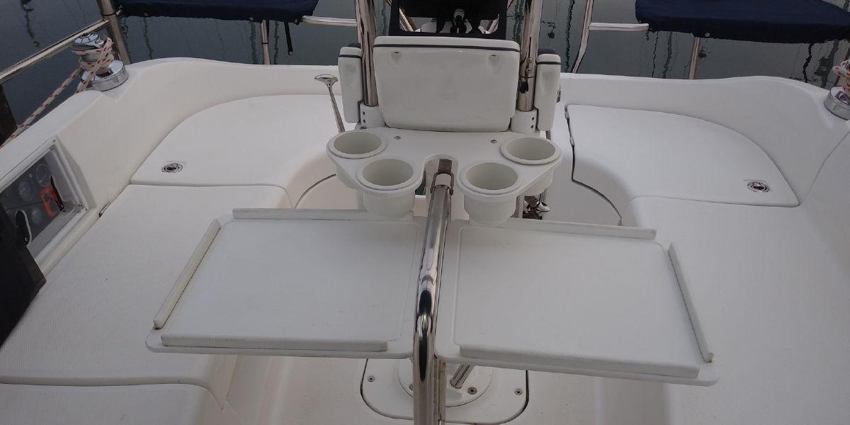 Hunter 33 - Cool Runnings-cockpit table.jpg