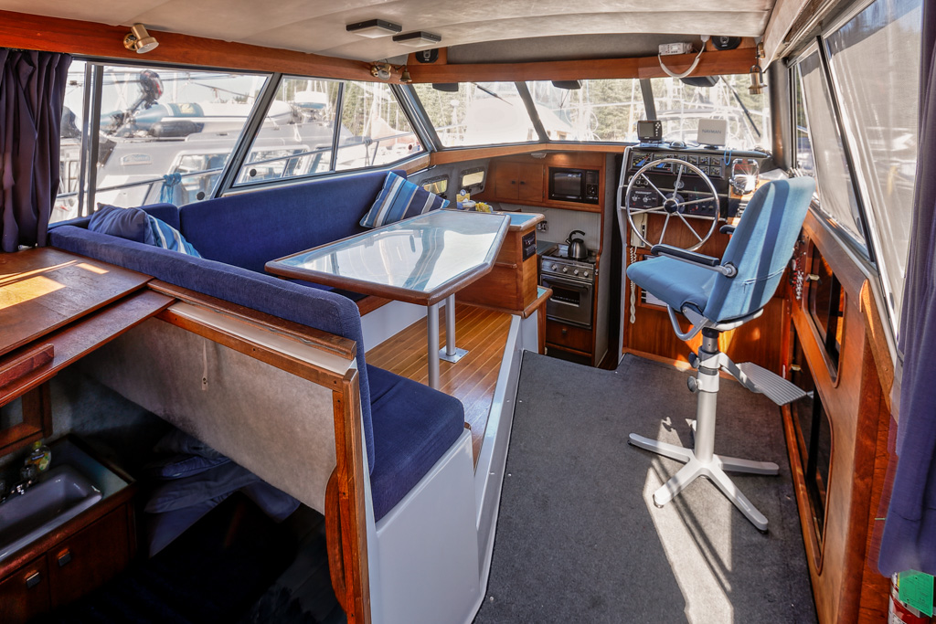 Bayliner 3288 - Sun Dance-Bayliner-3288---Sun-Dance---id44-saloon.jpg