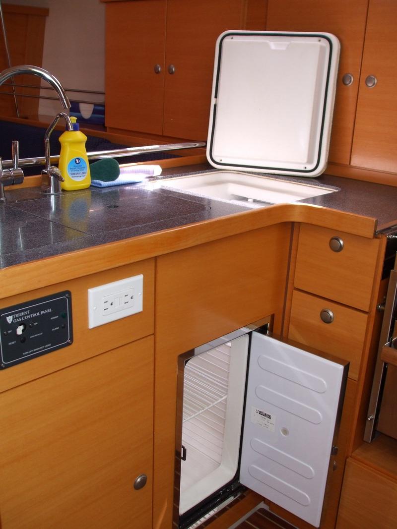 Hanse 400 - Kerkyra-Hanse-400---Kerkyra-id41-galley-and-fridge-website-11.jpg