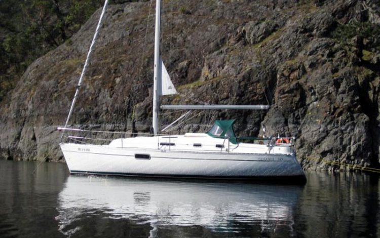 Beneteau 321 Yacht Rentals is an ideal sailboat for a small family